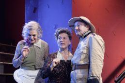 Arsen und Spitzenhäubchen - v.l.n.r.: Angela Winkler, Eva Mattes, Gerhard Garbers - © Jim Rakete