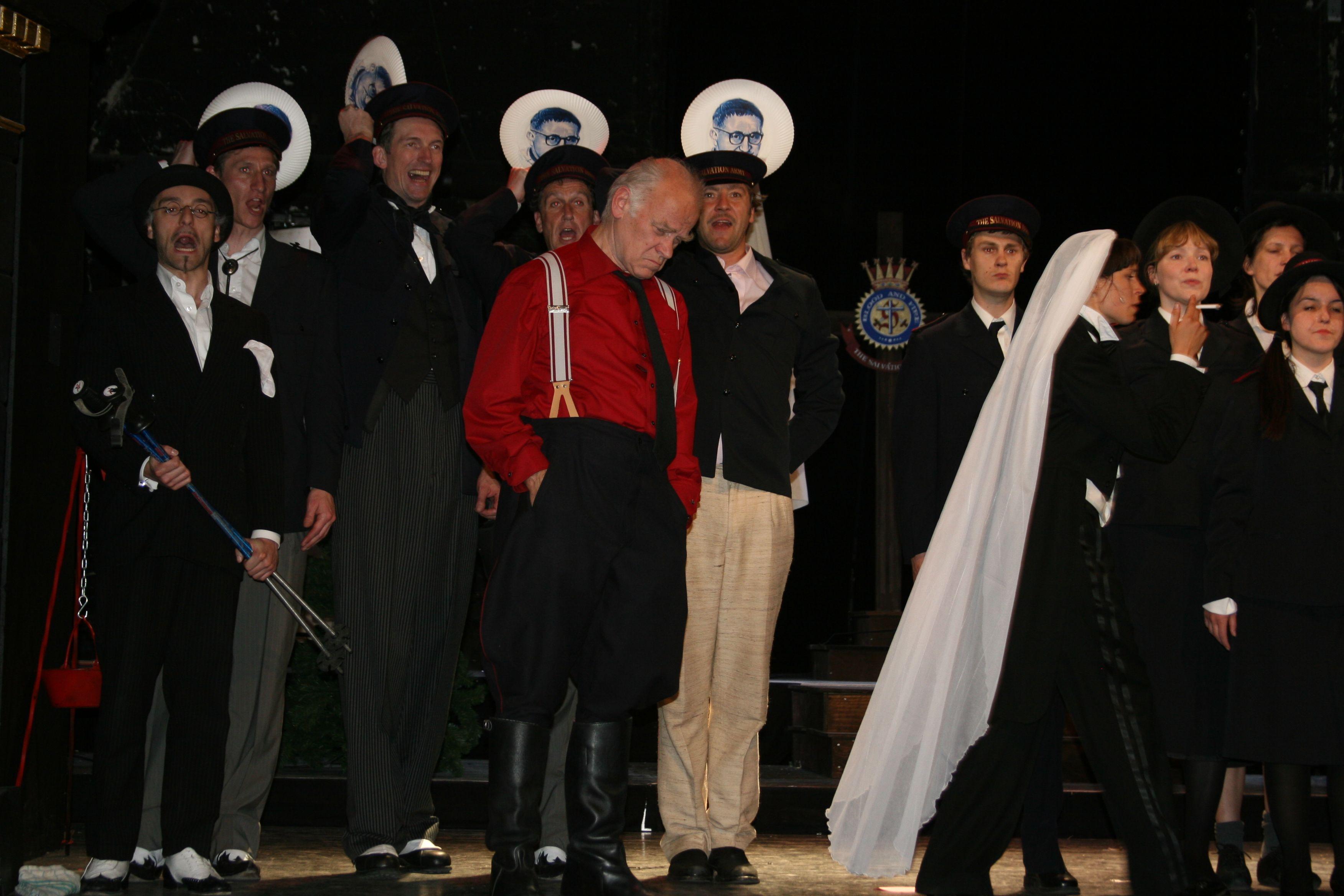 Happy End, Peter Franke, Anneke Schwabe und Ensemble, © St. Pauli Theater