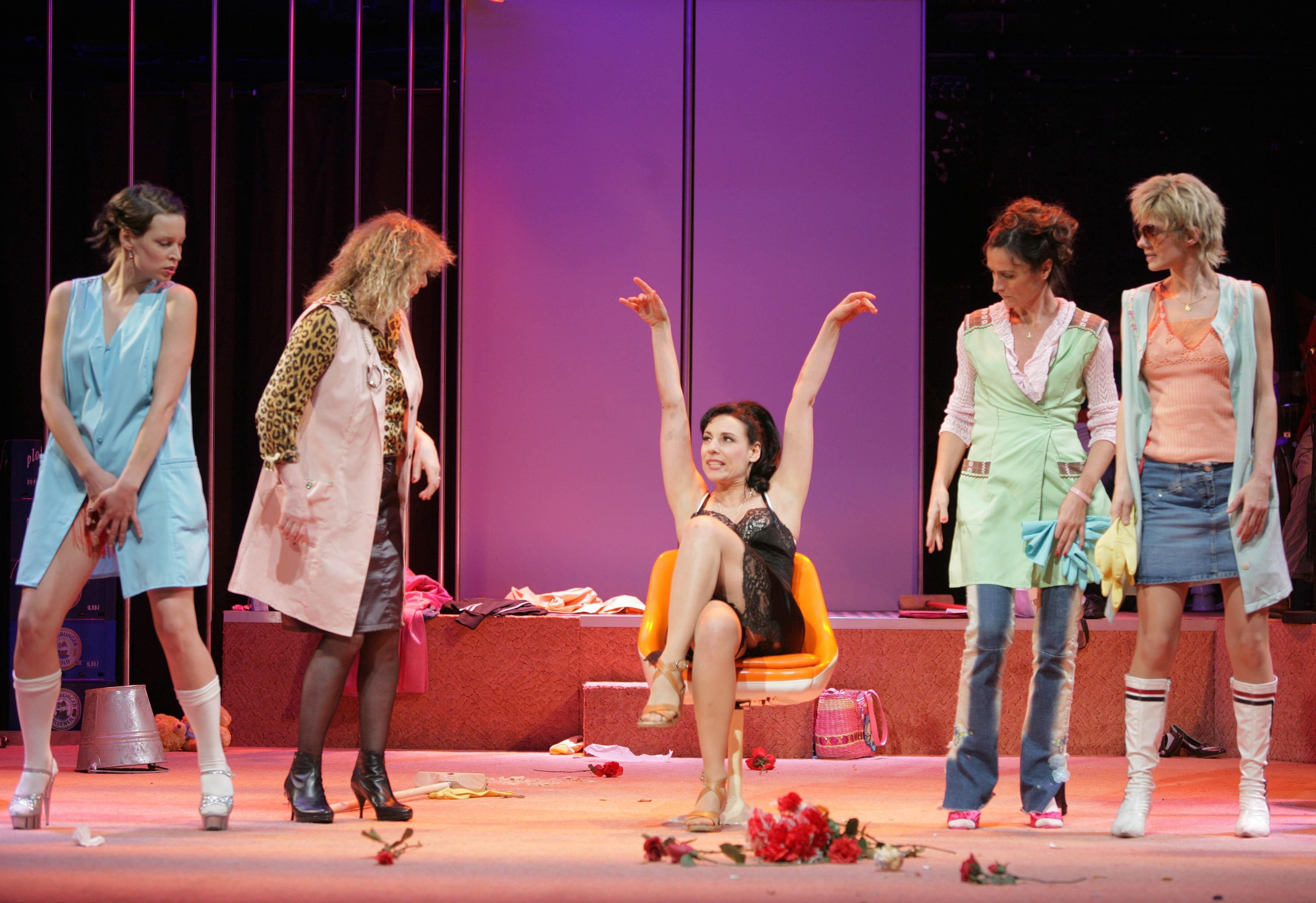 Lust - v.l.n.r.: Cordula Gerburg, Anneke Schwabe, Susanne Jansen, Sabrina Ascacibar, Anne Weber © St. Pauli Theater