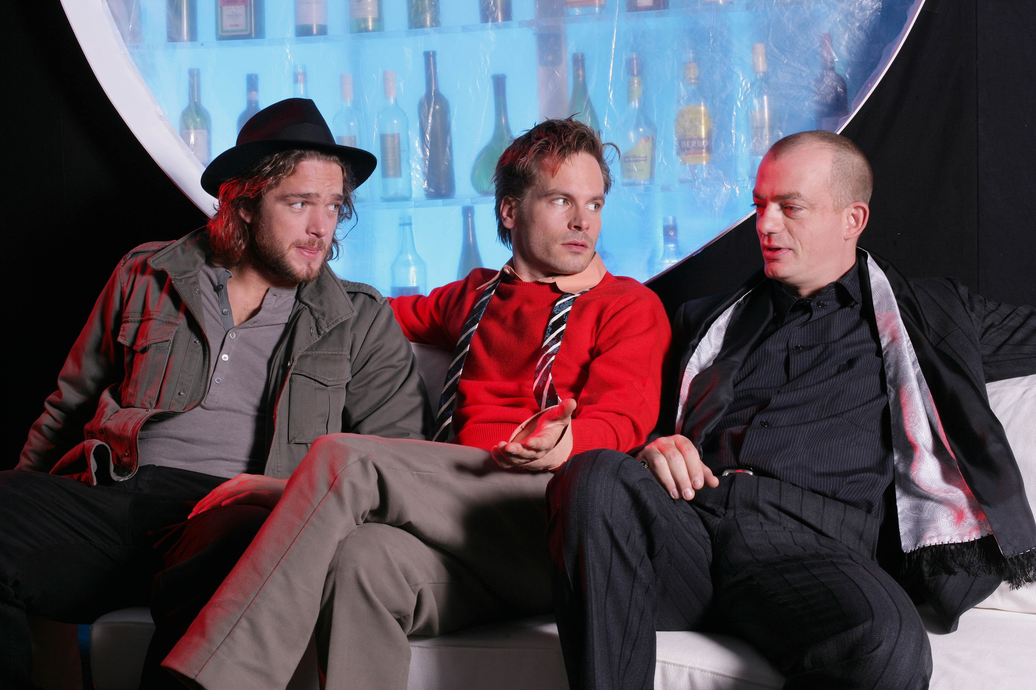 Männergespräche - v.l.n.r.: v.l.n.r.: Ronald Zehrfeld, Wanja Mues, Alexander Schröder - © Oliver Fantitsch