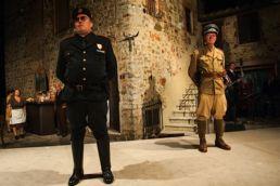 Blutige Aprikosen- Albicocche rosse - Ensemble - © St. Pauli Theater