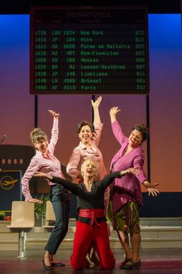 Heiße Zeiten, Das Ensemble ( vorne: Jutta Habicht, hinten v.l.: Anna Bolk, Ines Martinez und Sabine Urig) © Oliver Fantitsch