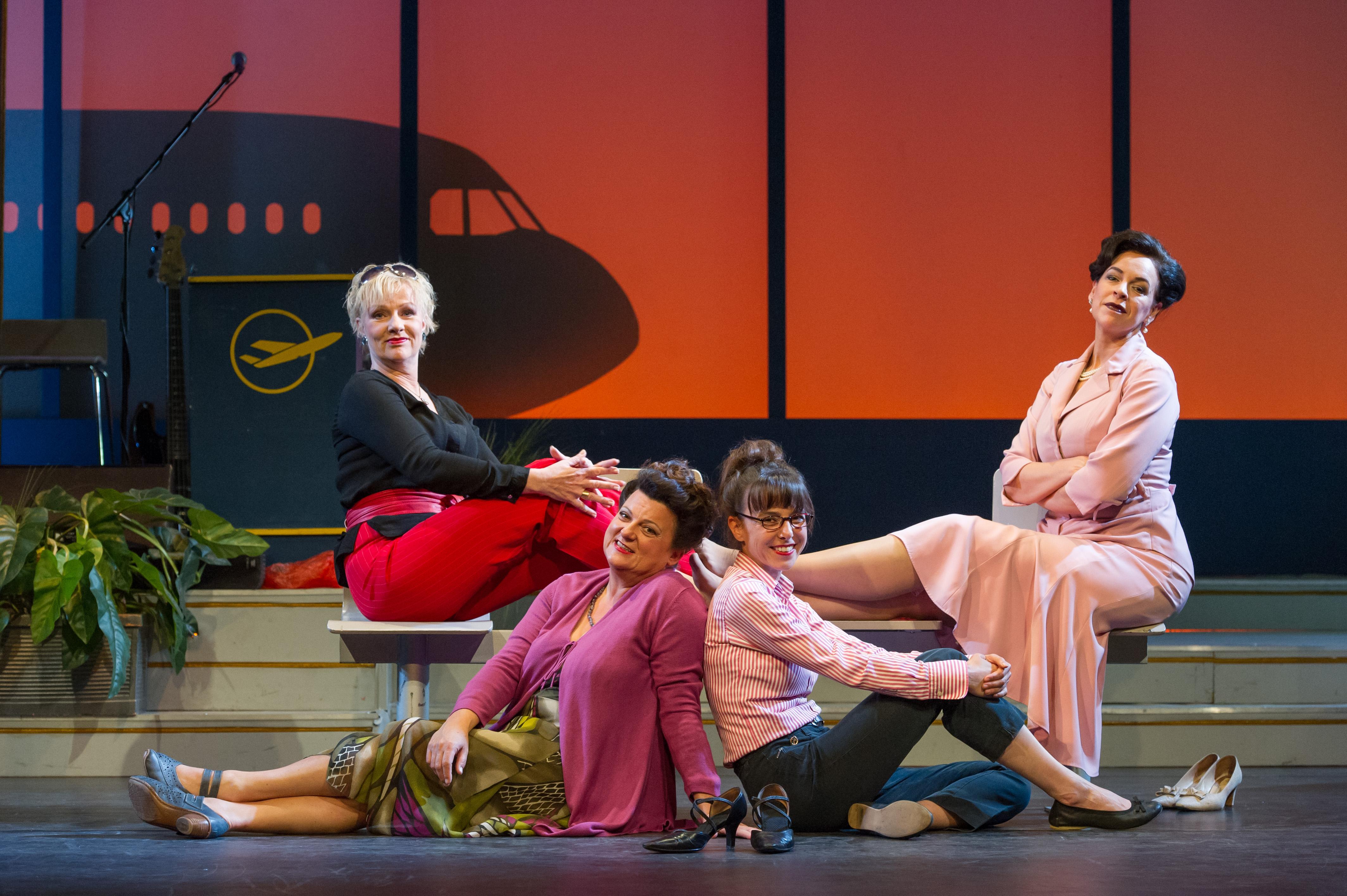 Heiße Zeiten, Das Ensemble (v.l.: Jutta Habicht, Sabine Urig, Anna Bolk und Ines Martinez) © Oliver Fantitsch