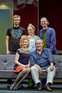 Die Neue Das Ensemble: (Holger Dexne, Johanna Christine Gehlen, Angelina Häntsch, Michael Prelle, Martin Wolf © Oliver Fantitsch
